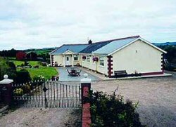Reades Hillview Farmhouse Accommodation Bed And Breakfast